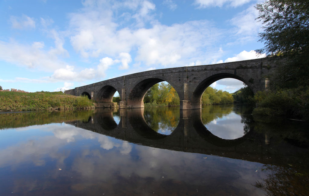 6-Canoe-the-Wye-Kerne-Bridge-and-castle-2-web